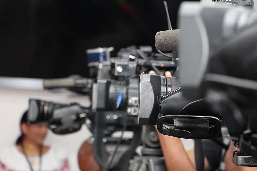الصحافة حرفة ورسالة